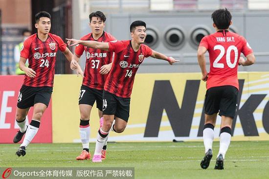 2020年11月19日,亚冠小组赛H组:悉尼FC队1:2负上海上港。图为上海上港李圣龙(14号)比赛中梅开二度。