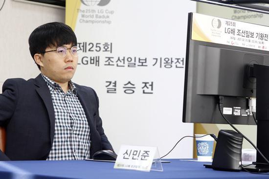 韩棋迷:申旻埈好好睡觉 决战决定韩国围棋命运