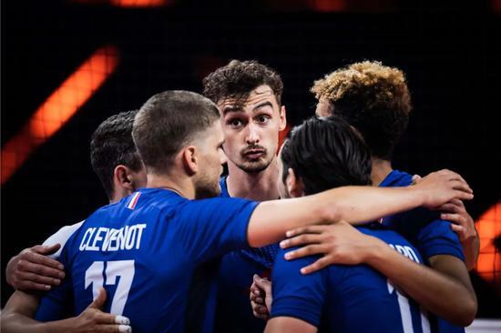VNL恩加佩斯发球立功 法国男排逆转胜俄罗斯男排