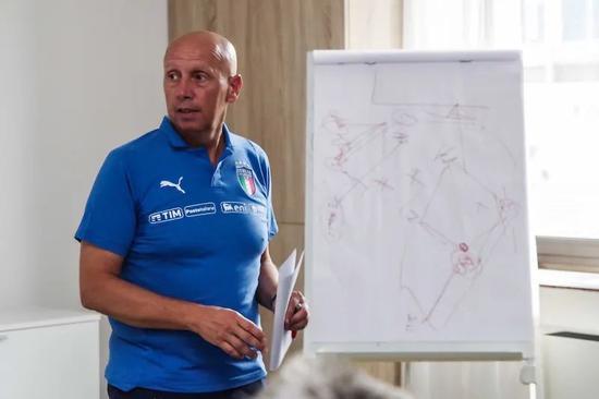 意大利足協技術顧問毛里齊奧-維斯迪,意大利足球改革推動者