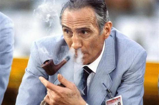 愛叼煙斗的意大利功勛主帥貝阿爾佐特