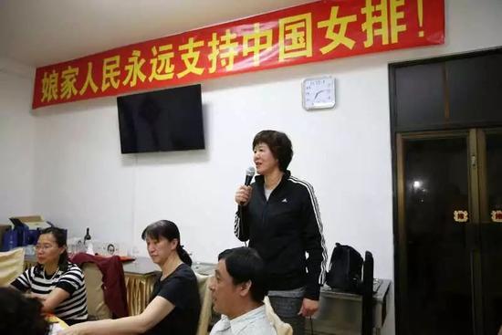 昨天晚上,漳州集训的传统节目——林总组织的女排茶话会在基地食堂如图片