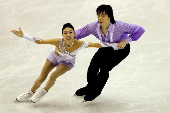 中国双人滑名将庞清佟健退役后也投身花滑培训行业。