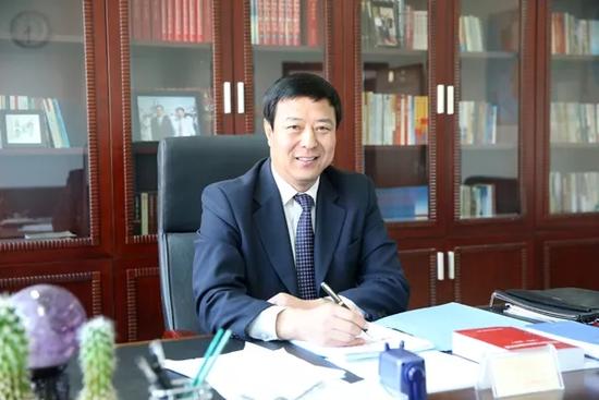 (内蒙古自治区体育局党组书记、局长 谭景峰)