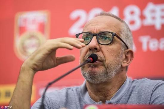 观点:急功近利祸害中国足球 不要用成绩指标压里皮
