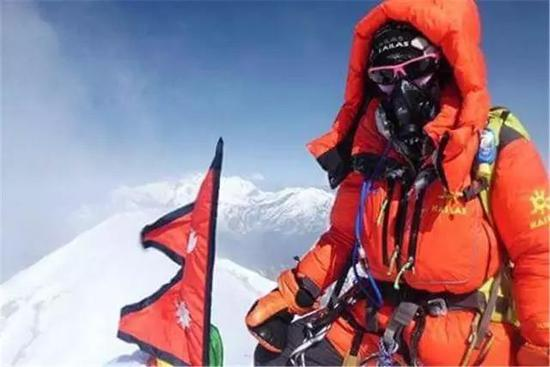 罗静于2016年5月登顶安纳普尔纳峰(Annapurana)。