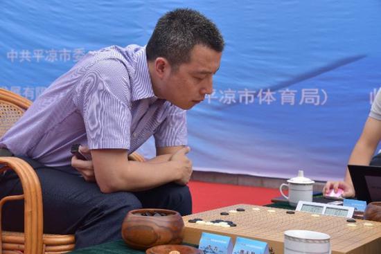 手握8个世界冠军头衔的著名棋手古力也是清华大学的学生。新华社发(张睿摄)