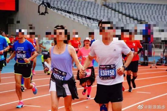 情侣在马拉松携手冲线秀恩爱 走红后却被终身禁赛