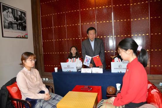 林海峰宣布比赛开始