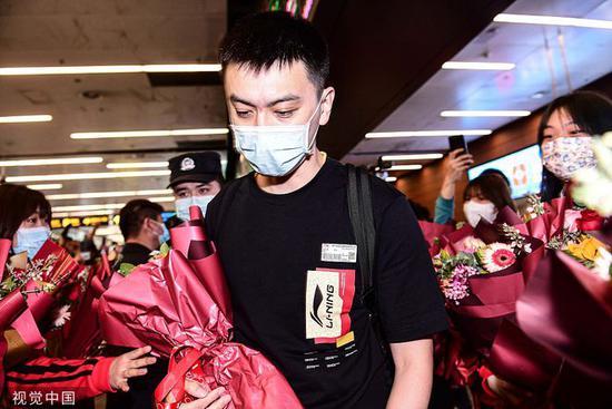 辽媒:杨鸣执教表现合格 总决赛不该他一人背锅