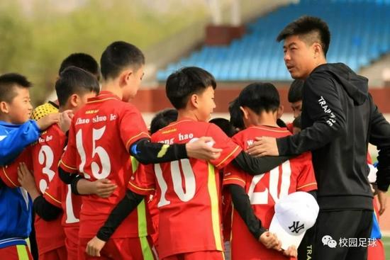 做足球青训教练是一种坚持 更是一种责任