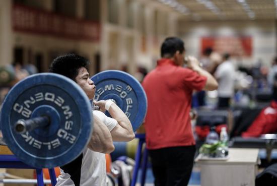 强敌环伺场场硬仗 中国男举立足自身力搏东京奥运