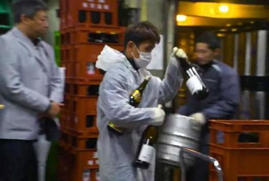 木村翔首场卫冕战获胜后才放下送酒工的兼职。