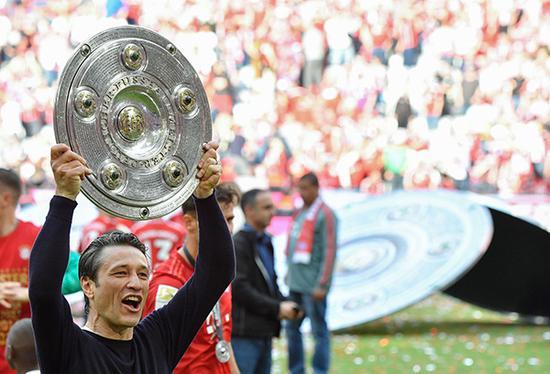 德甲冠军,对于拜仁来说早已不新鲜了。