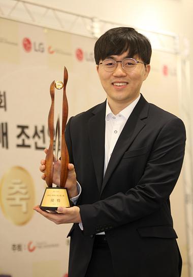 韩媒体:拿下LG杯冠军 申旻埈与申真谞开启新时代