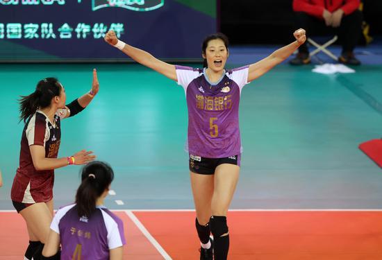 吹响奥运冲刺号角!中国女排冬训邀请男排热身