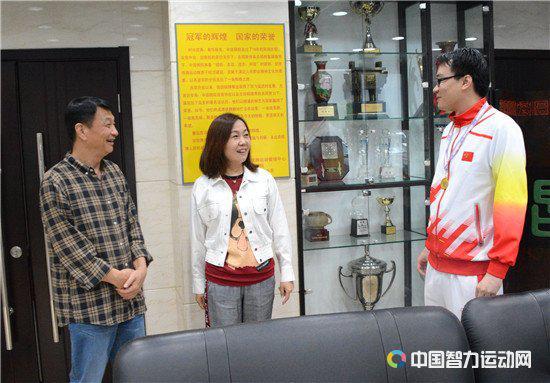 中国五子棋队载誉回京 对话领队刘彦艳队员曹冬