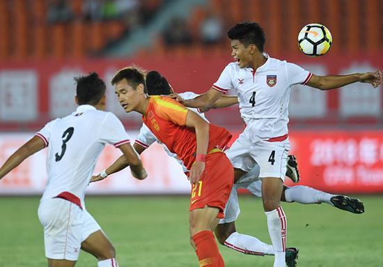 中国队身高优势明显,却完全未能发挥头球优势。