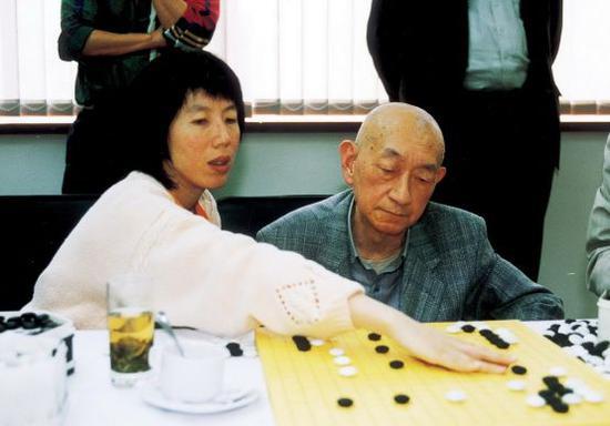 芮乃伟与吴清源行家