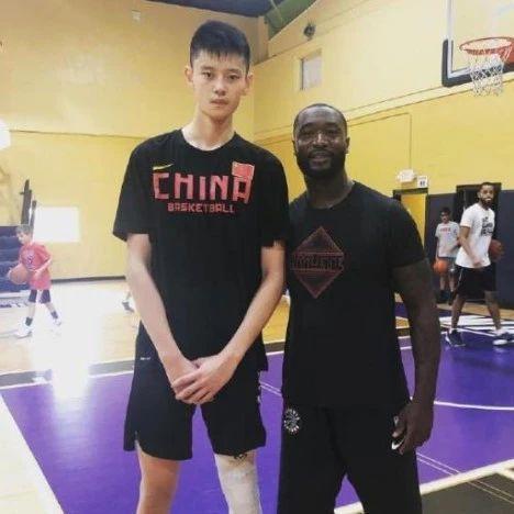 中国小将收到NCAA名校邀请,将和韦德儿子同队