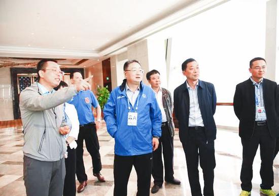 浙江省体育局副局长张亚东检查敲比赛筹备工作