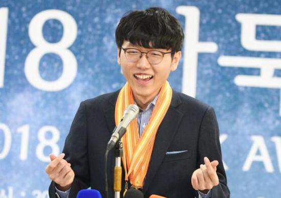 十大围棋新闻:申真谞00后首位世冠 接班朴廷桓