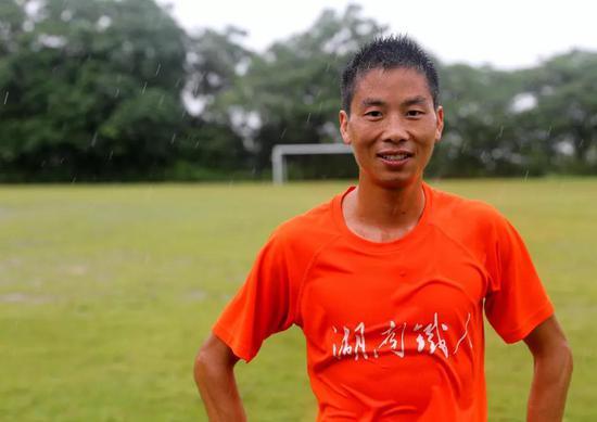 曾文波是湖南MANGO铁三俱乐部创始人之一,长沙顺时针车队签约的业余车手。