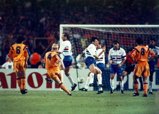 曼奇尼唯一一次歐冠決賽經歷成為了夢之隊的背景板