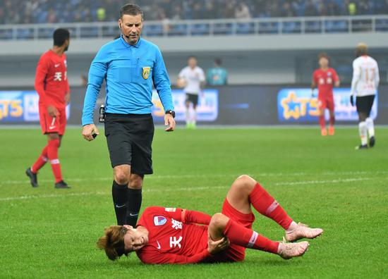 图说:中超球迷开始想念克拉滕伯格,他曾执法欧冠决赛,2019赛季多次执法中超赛事。