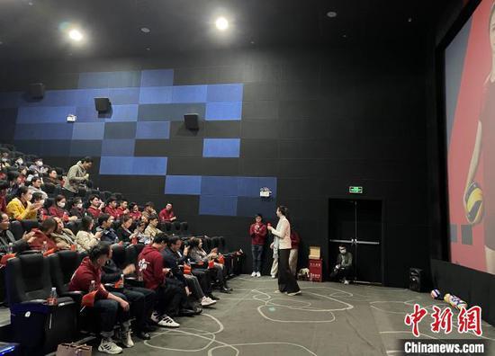 惠若琪与北京港生聊女排精神:我们不是超级英雄