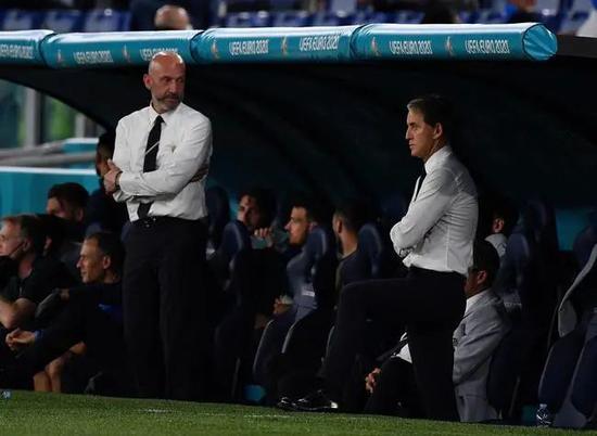 曼奇尼和老戰友維亞利將繼續守望意大利足球