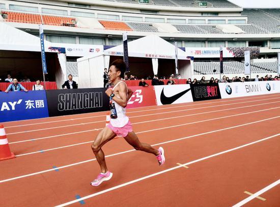 贾俄仁加丨中国马拉松业余第一人