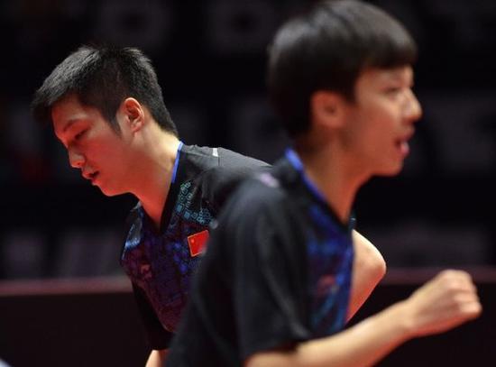林高远/樊振东(左)在2018国际乒联世界巡回赛中国公开赛男双决赛中。新华社记者毛思倩摄