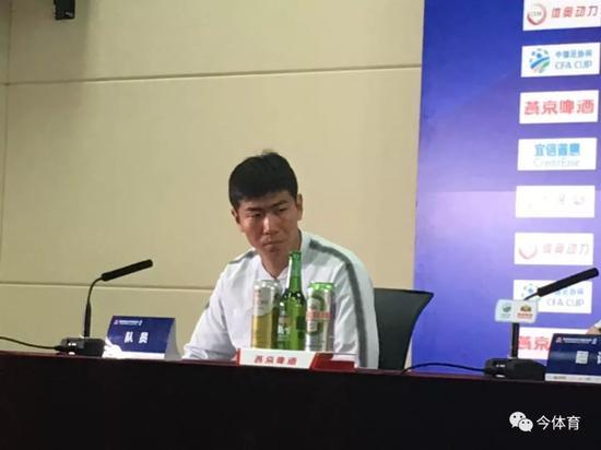 刘奕鸣轮换首发有信心:队内气氛很好 全力拿下苏宁