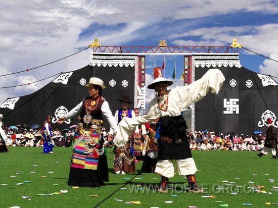 藏族服饰展呩<cite>展現</cite>及舞蹈表演
