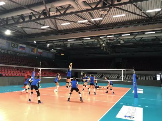北京时间今晚十点半,中国女排将亮相揭幕战,对手是东道主瑞士女排。