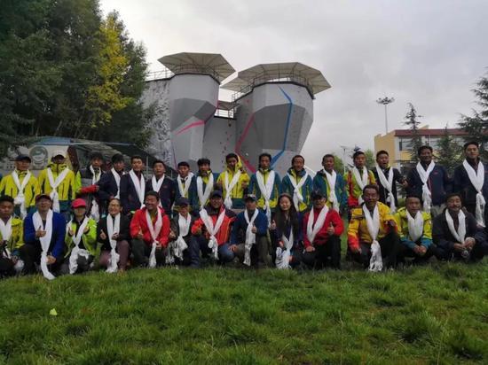 2018年希夏邦玛峰登山队。