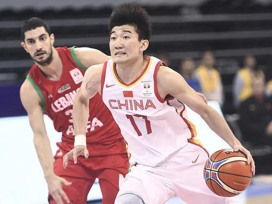 孙铭徽是中国队得分上双的4人之一,他的突破和对黎巴嫩1号位的限制有目共睹。