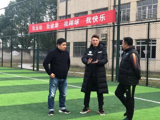 理事长刘成与衢州柯城区实验幼学赖海云校长以及私塾足球队负责人交流