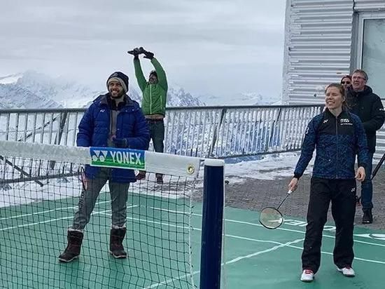 雪山羽球赛在瑞士举行