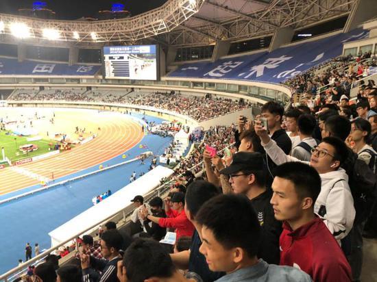 图说:钻石联赛上海站的氛围,一年比一年好。