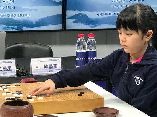 日本最年轻职业棋手仲邑堇今年才10岁