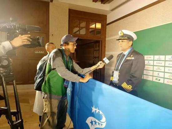 国际军体高尔夫运动委员会主任ANSAR MAHMOOD(右一)