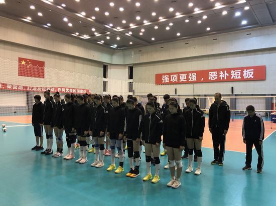 哀思中勇毅前行 国家队运动员教练员参加悼念活动