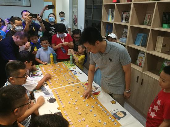 分享历程传承经验 许银川专注青少年象棋推广