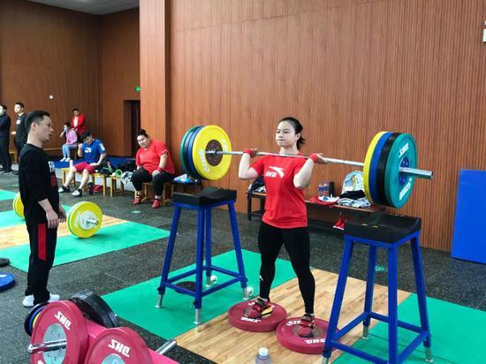 全锦赛女举面临双重考验 按照奥运标准查找问题