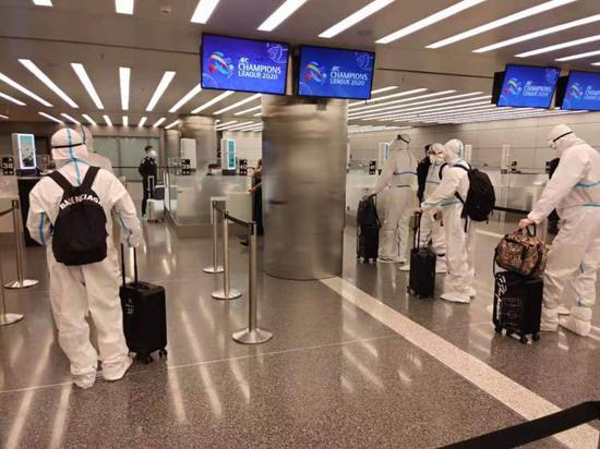 申花基本无法原计划包机回国 全队只能在酒店苦等
