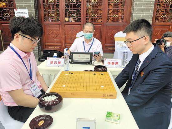 成渝围棋交流频繁,图为今年西南棋王赛中的成渝棋手对抗