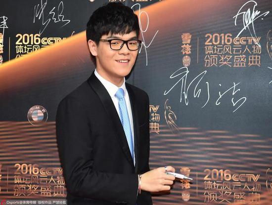柯洁出席2016年CCTV体坛风云人物颁奖典礼。图/Osports