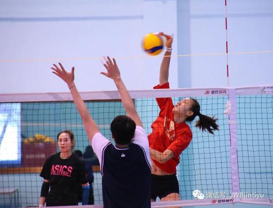 董铭霄首次参与成年队训练收获多 18岁身高1.94米